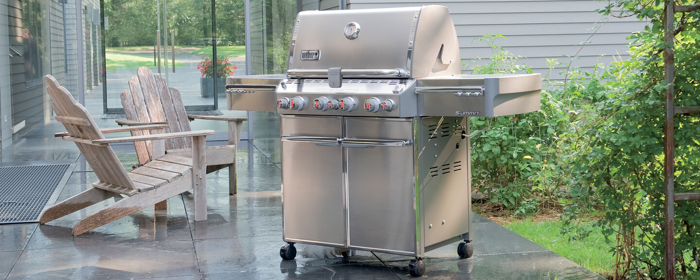 Turn Your Backyard Into a Fully Functioning Kitchen