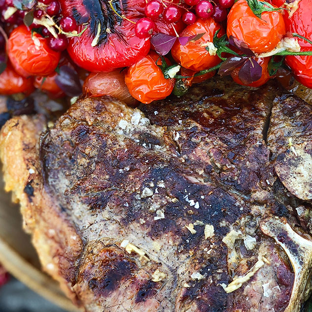 Porterhouse-steak med tomatsalat