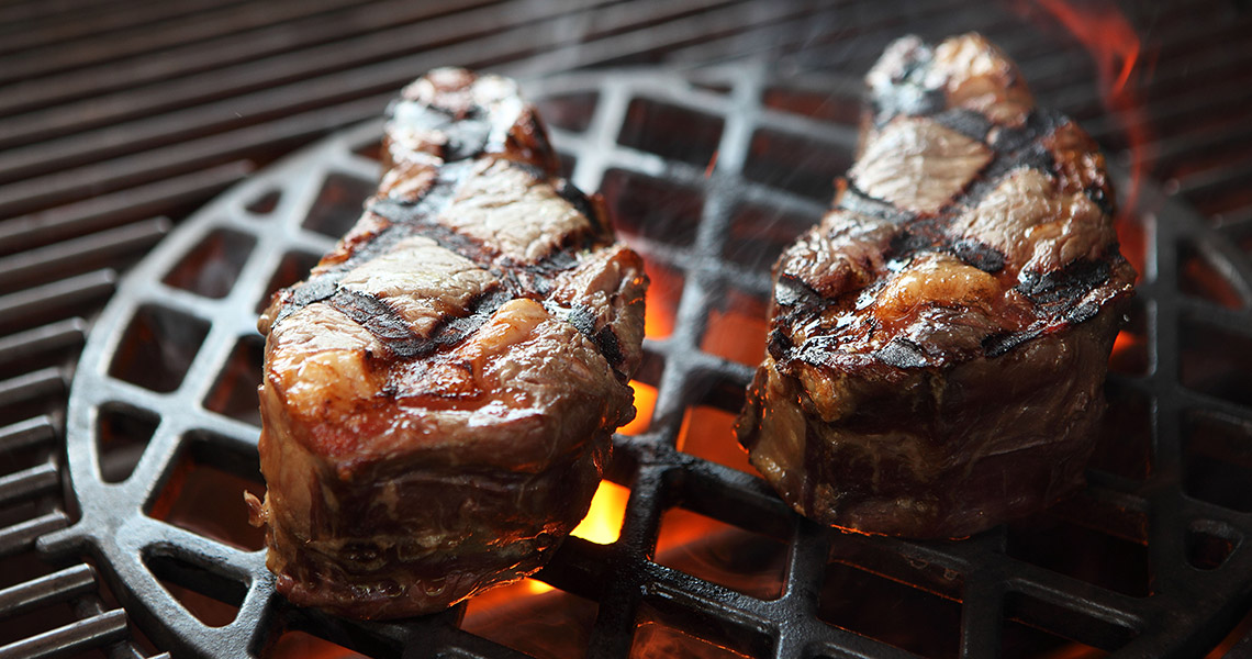 Weber Holzkohlegrill Steak Grillen : Filet mignon with bleu cheese steak is perfection picture of