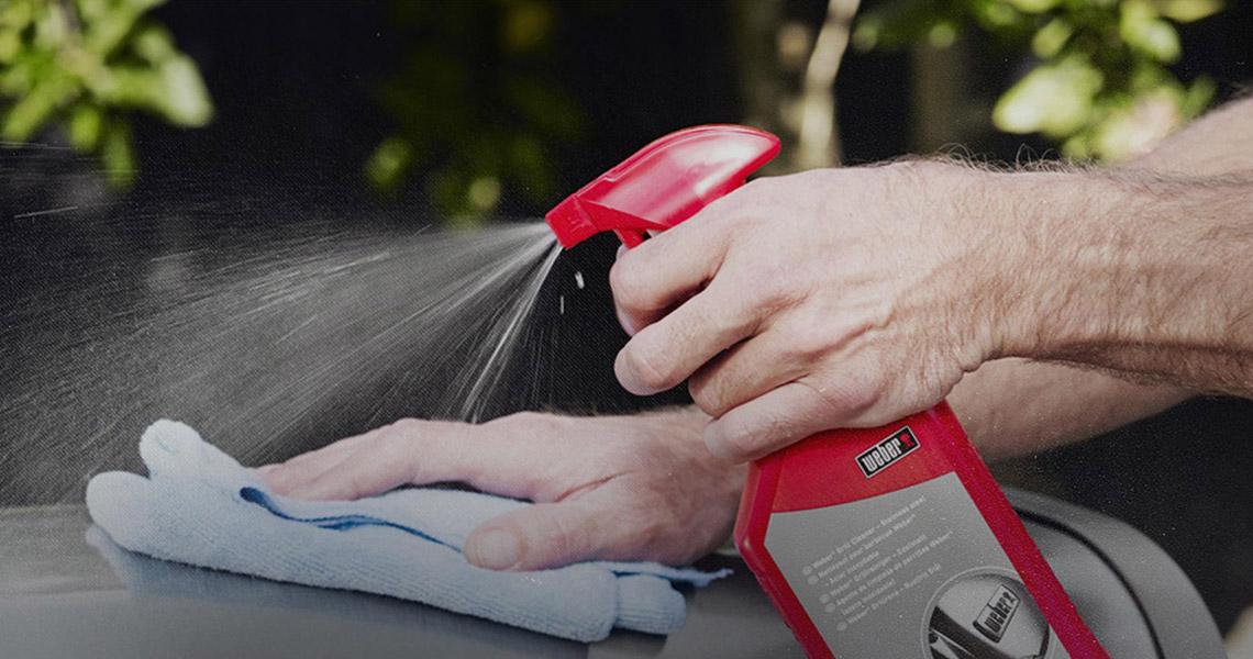 Los asadores Weber son fáciles de limpiar.
